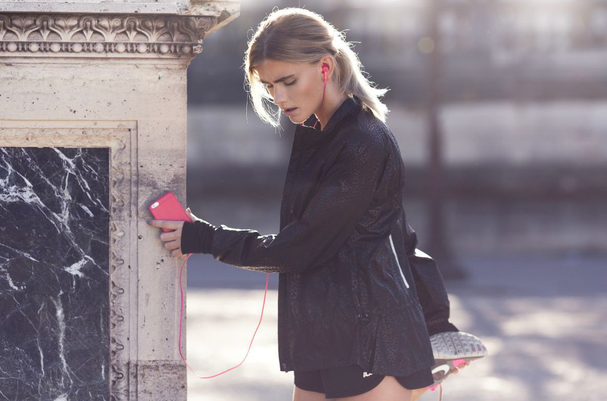 happy_plugs_cerise_sport_headphones-lr