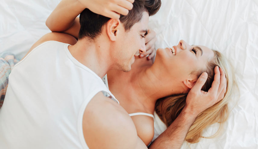 couple-in-bed_
